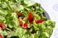 Sałatka wiosenna ze świerzych warzyw