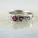 rubinowy pierścionek